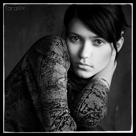 Olga | woman, black and white, brunette, hand