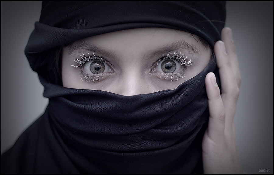 Killer eyes | hand, woman, scarf