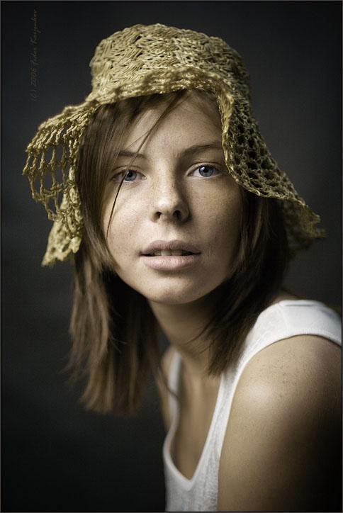 Nastasya | woman, desaturation, freckles, hat