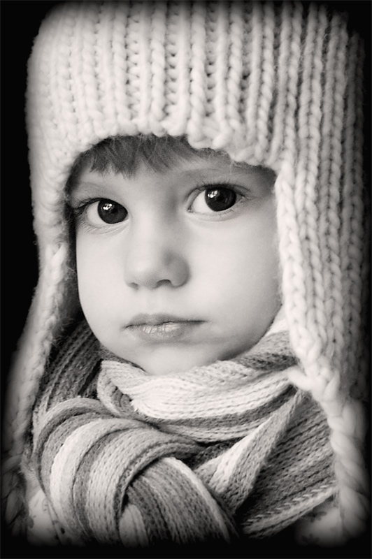 Glance...   black and white, child, hat, scarf