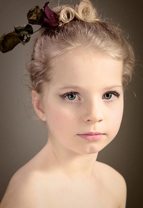 No words | blonde, child, freckles, flower