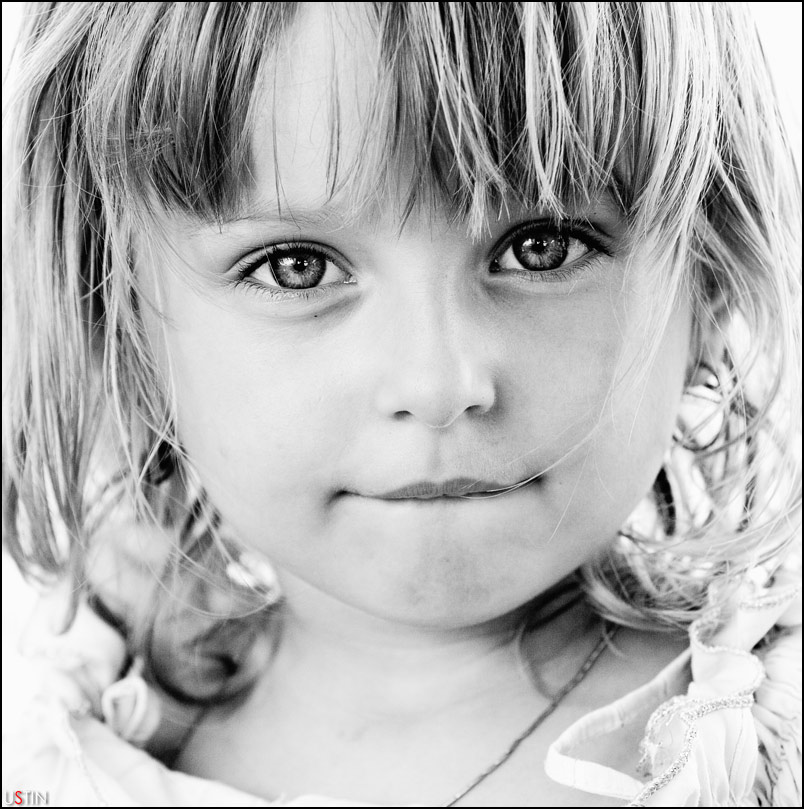 eyecatcher | black and white, child