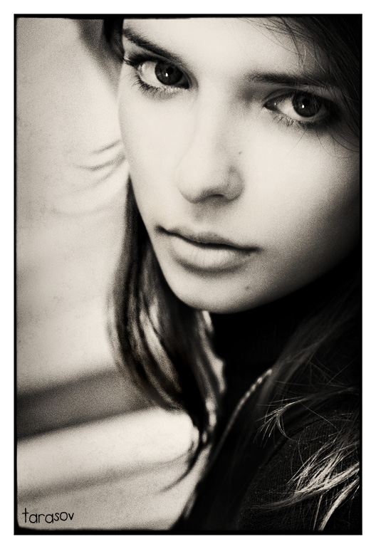 Black eyes   woman, black and white