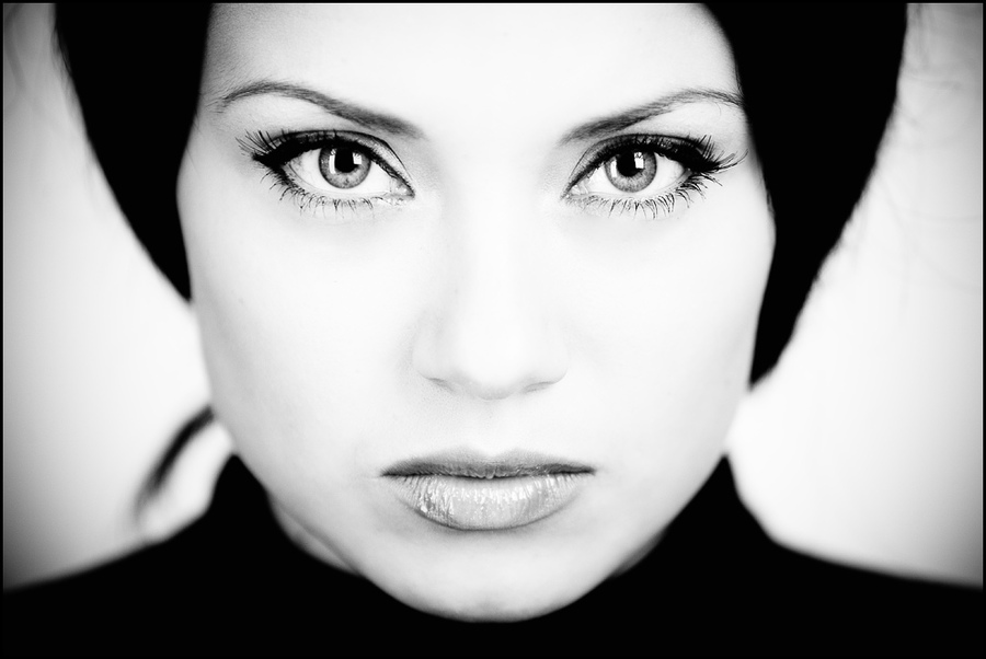Eyes | high key, black and white, woman