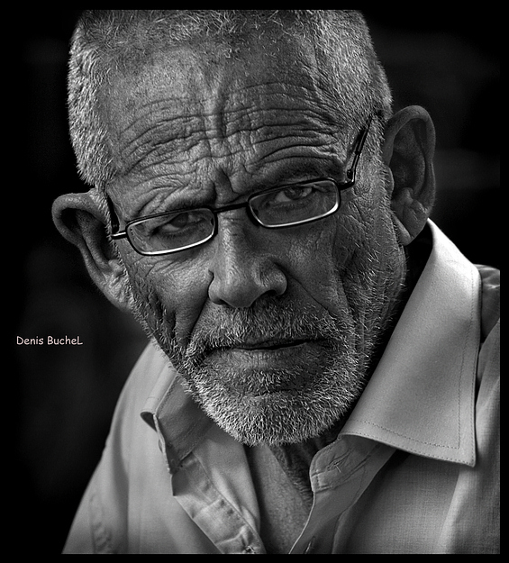 Eye to an eye | low key, black and white, male, glasses