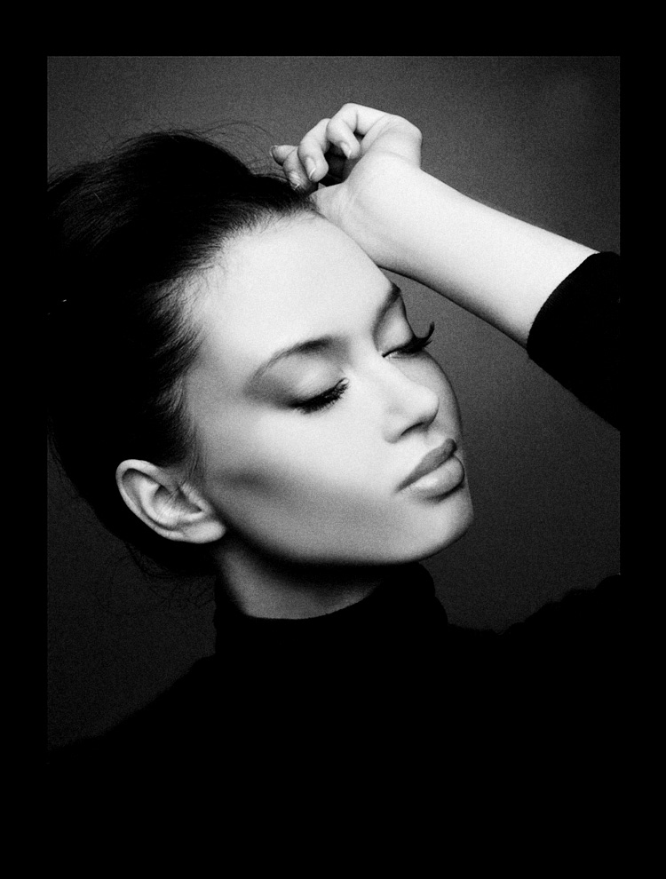 Cashmere | woman, black and white, brunette, emotion