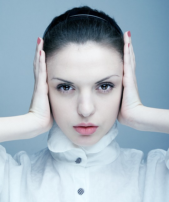 Migraine | woman, hand, brunette
