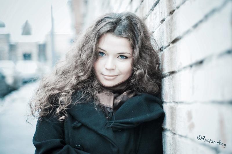 Winter   woman, curls, snow
