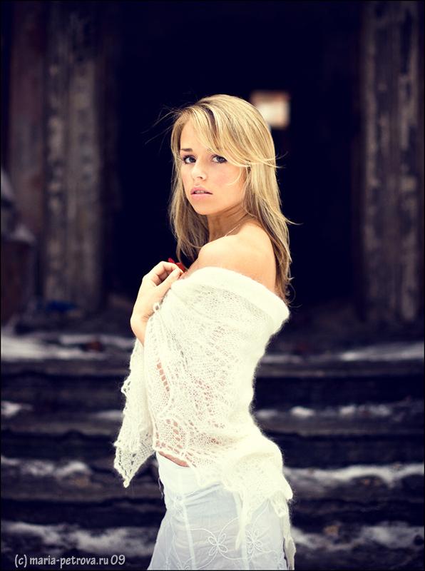 Beauty and cold | half-turn, blur, shoulder, blonde