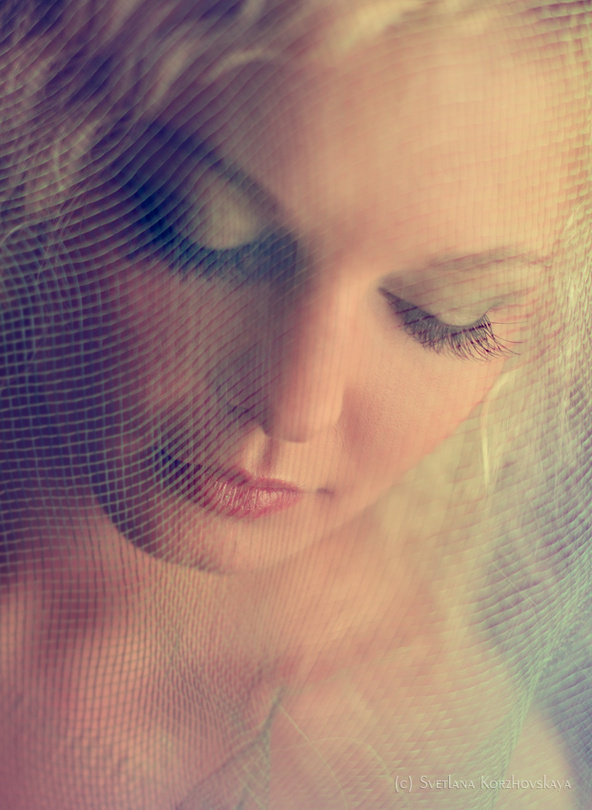L'orchidée  | warm light, closed eyes, veil, saturation, blonde