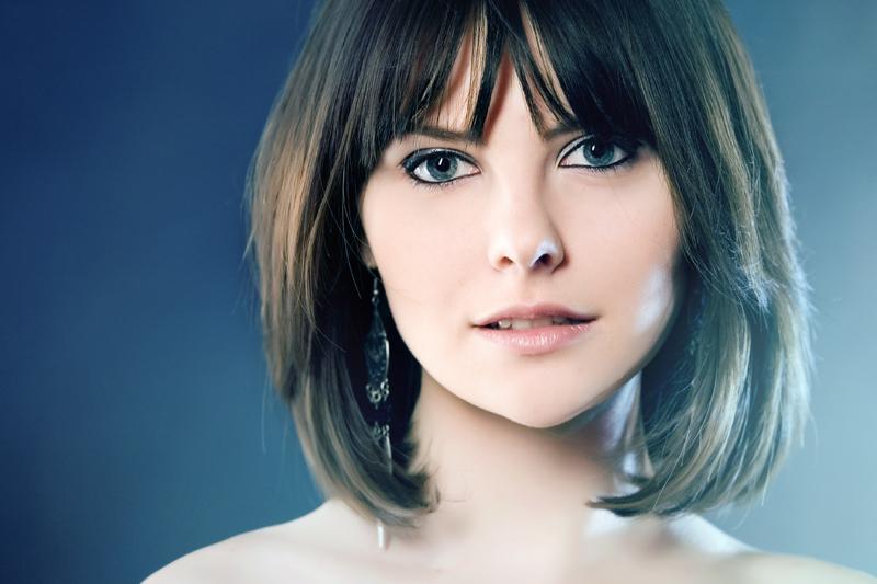 Girl with ear-ring | ear-ring, neck, fringe, light, brunette