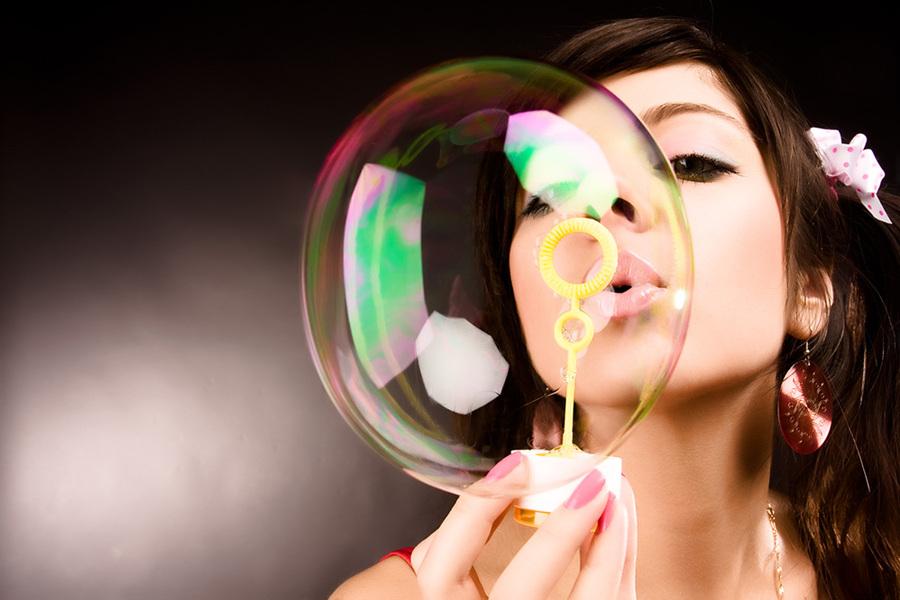 bubble    earring , fingers, bubble , brunette