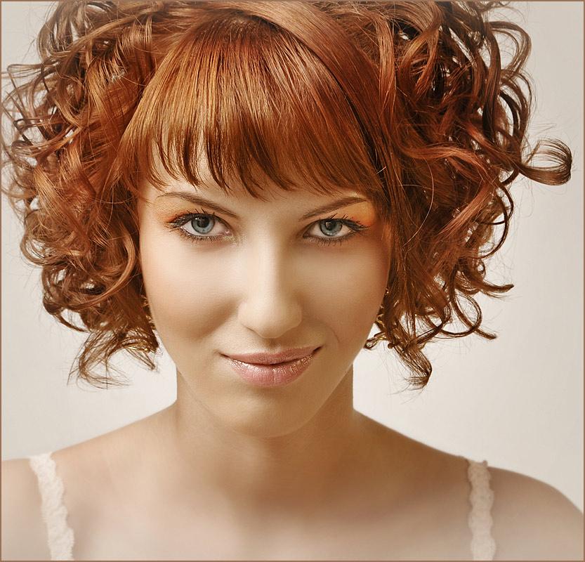 Her smirk | emotion, curls, redhead