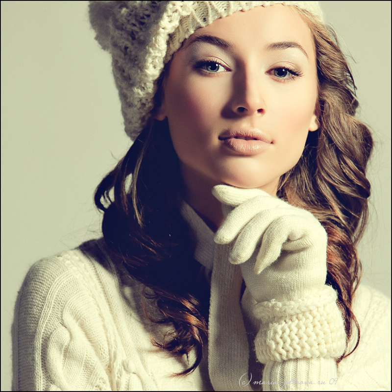Vika's portrait | curls, gloves, hat