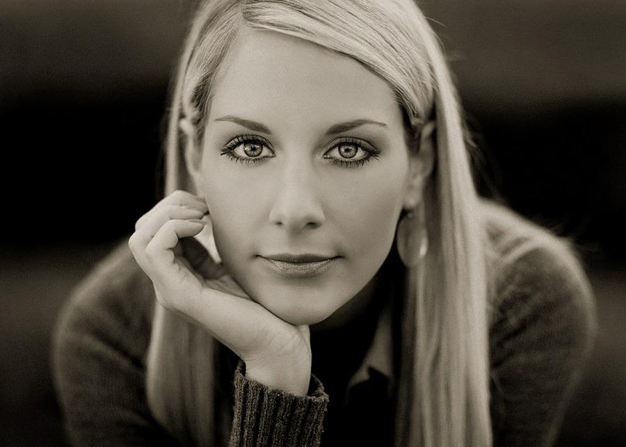 Daria | blonde, black and white