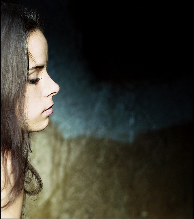 Unknown into emptiness | brunette, close-up, sideview