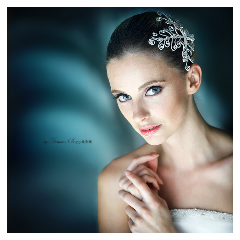 Bride | brunette, blue eyes, hands, bride