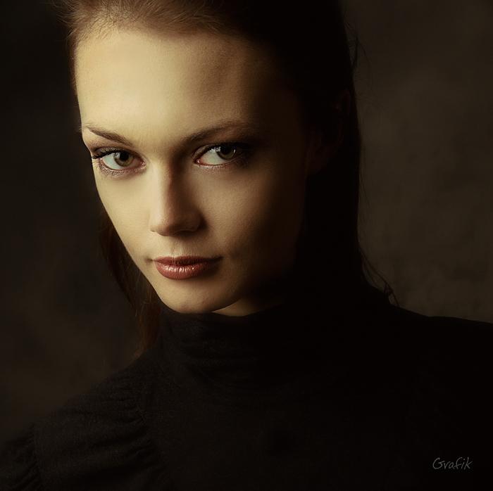 Yulia | woman, low key