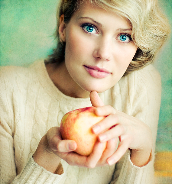 Portrait with an apple | blonde, blue eyes, hands