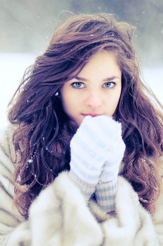 A winter portrait | blue eyes, long hair, gloves, nature, snow