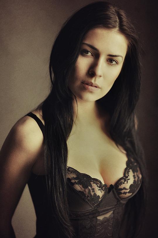 Una bella italiana | lingerie, brunette, rendering