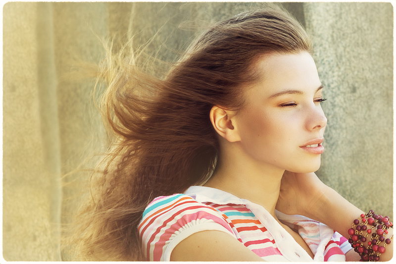 Sunny wind | hair, half-turn, emotion