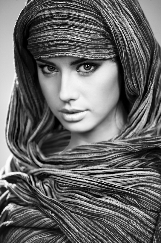 Woman of the desert | scarf, black and white