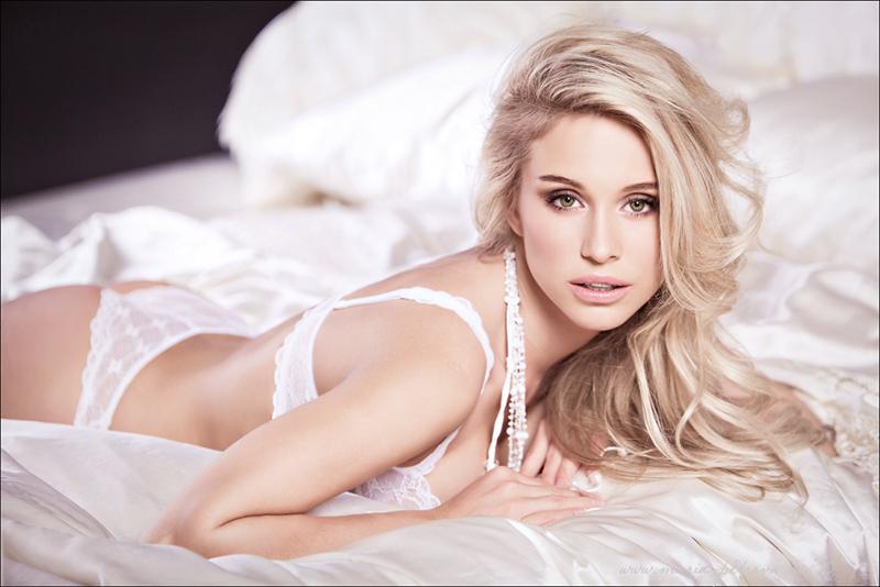 Ilona | lingerie, blonde