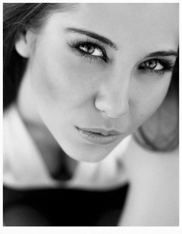 Ksenia | close-up, black and white