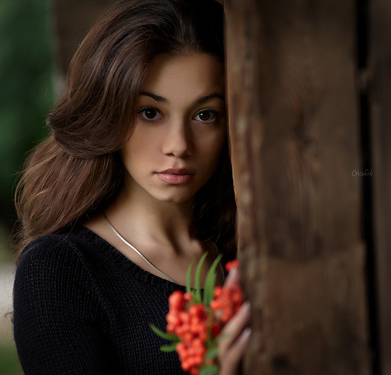 Ashberries | brunette, nature