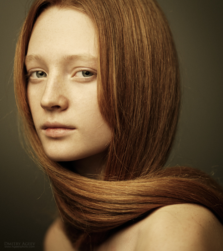 Large canvas | long hair, woman, half-turn, redhead, sepia