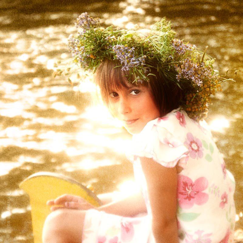 Leaving summer | floral wreath, river, child, boat