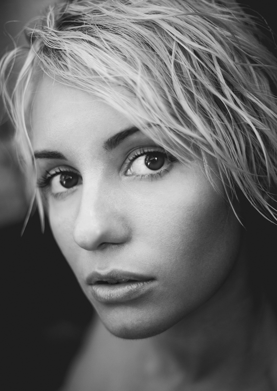 Blond in black & white | blond, black & white, big eyes, short haircut