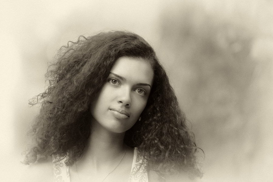 Girl with curly hair  | curly hair, redhead, fat lips, black & white