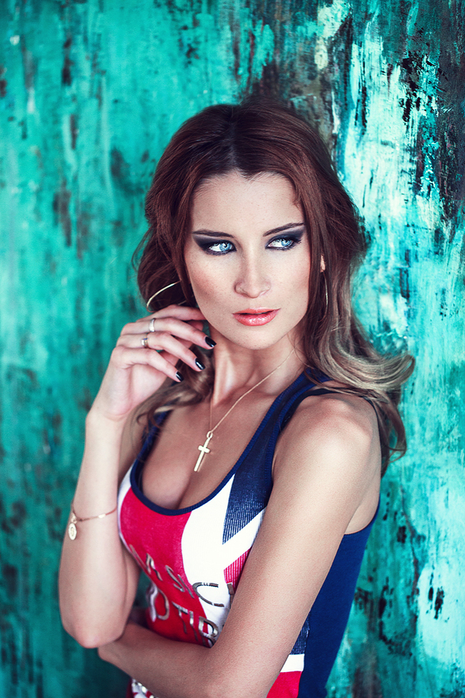 Love Britain | union jack, woman, blue eyes, radiant make-up