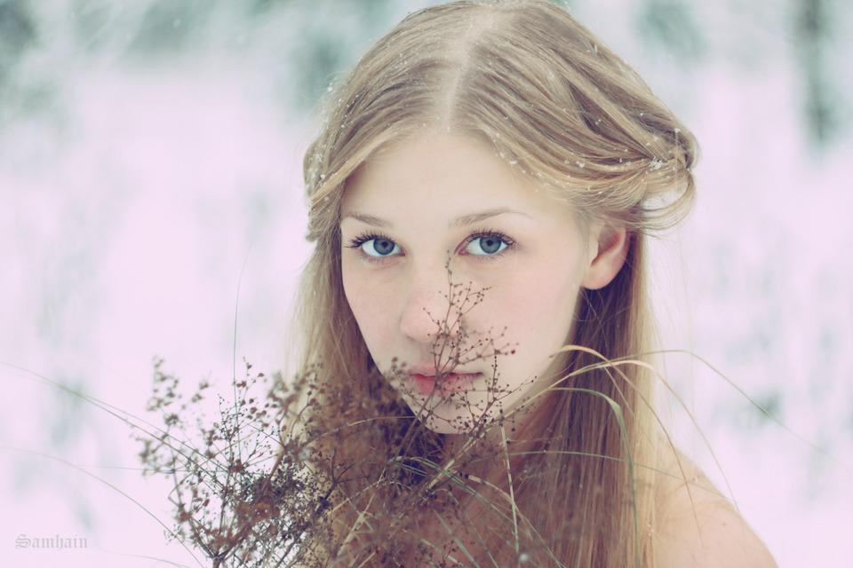 Pink cheeks | pink cheeks, field, snow, girl