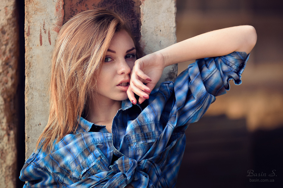 What a nice shirt! | blue shirt, beautiful girl, countryside, steaked hairs