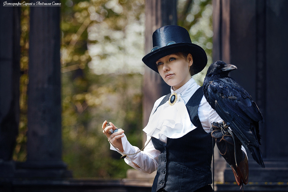 Lost in time | girl on top hat, crow, wood, tail-coat
