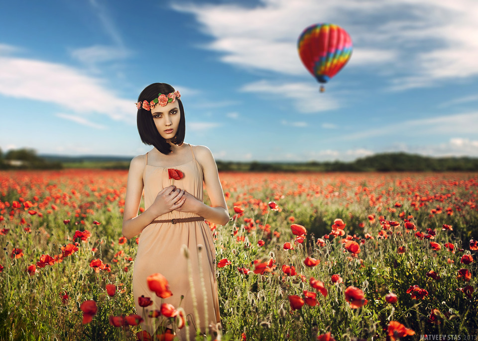 Photo shoot in poppy field | poppy field, photo shoot, baloon, model