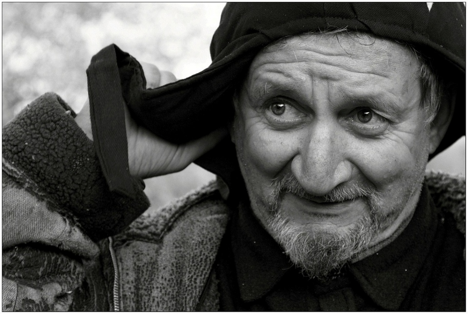 Old man wears ushanka | ushanka, old man, black & white, villiage