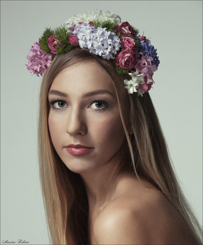 Girl and chaplet | chaplet, flowers, girl, closeup