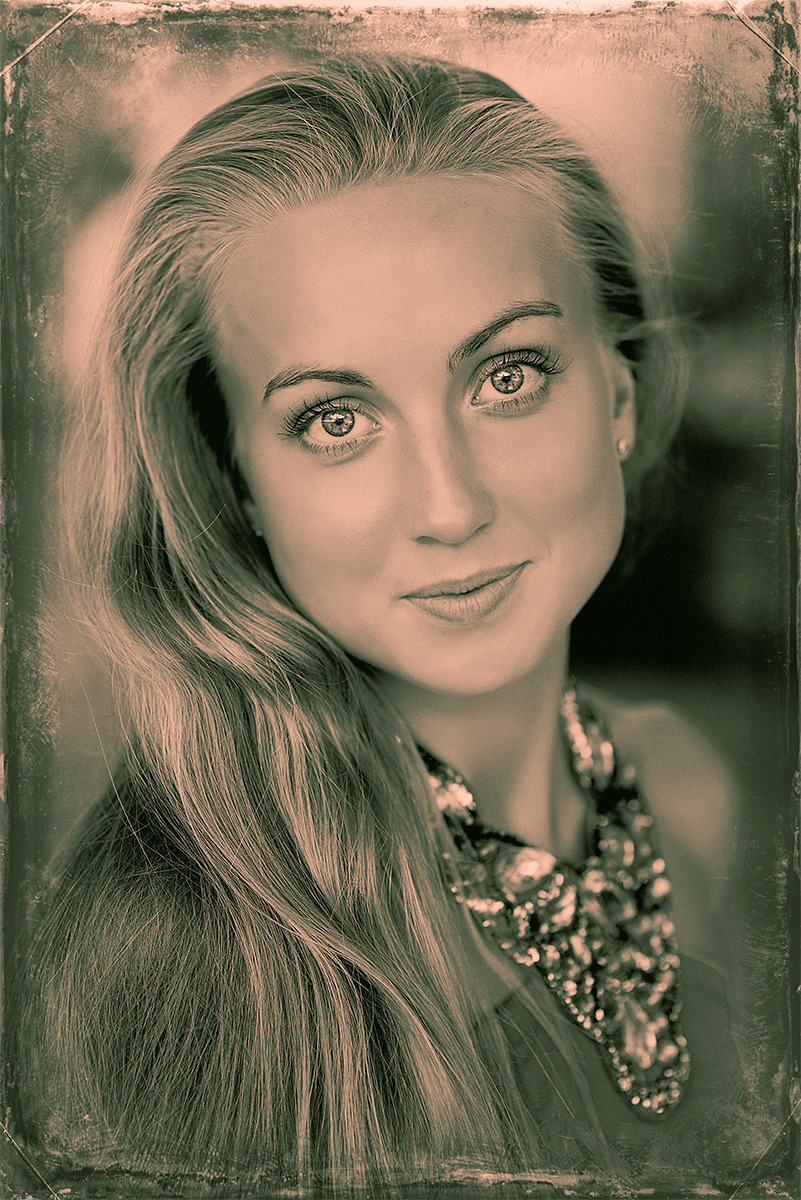 Old-fashioned look of a modern photo | blond, black & white, smile, vintage photo, eyebrows