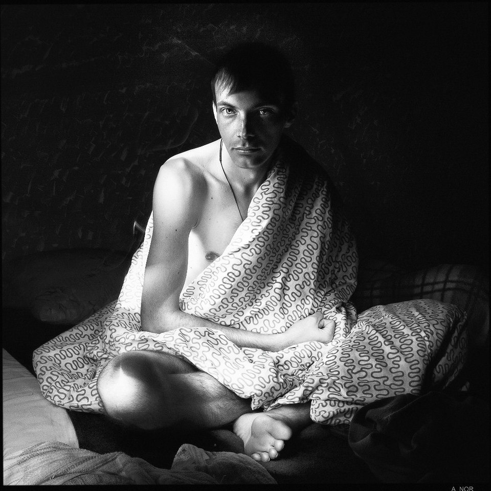 Man in the blanket, morning | portrait, model, man, black & white, morning, blanket, naked, bed, shade