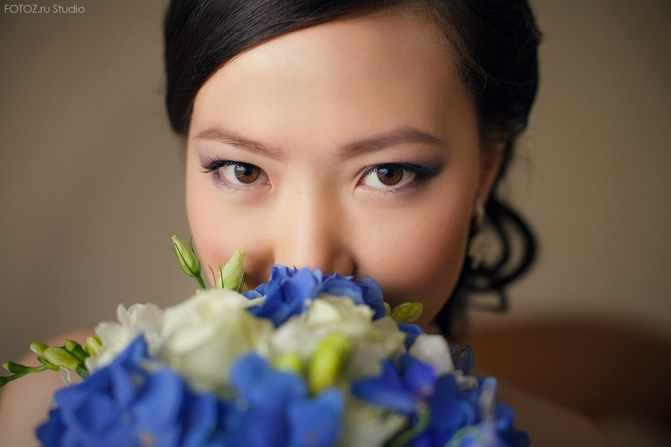 Portrait of a bride | portrait, woman , bride  , make-up, eyes, brunette , flowers  , bunch, blue, rose