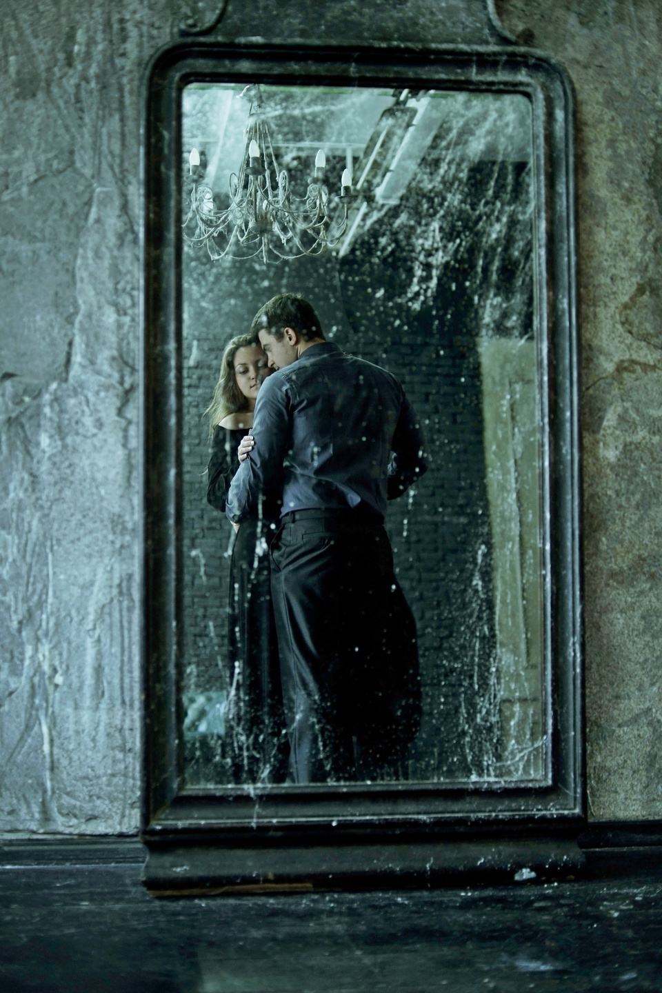 Sweethearts in the mirror | portrait, pair, love, mirror, wall, chandelier, old, pretty girl, embrace, man