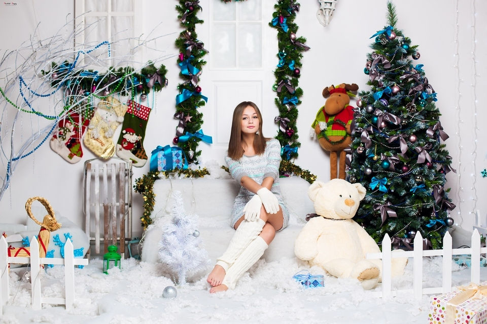 New Year portrait | portrait, model, girl, New Year, firtree, toys, teddy bear , pretty, room, decoration