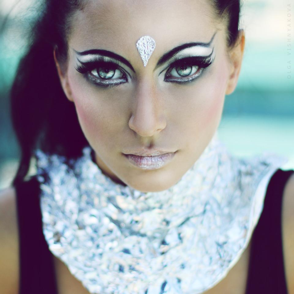 Indian style photoshoot   indian model, photoshoot, make-up, green eyes, foil