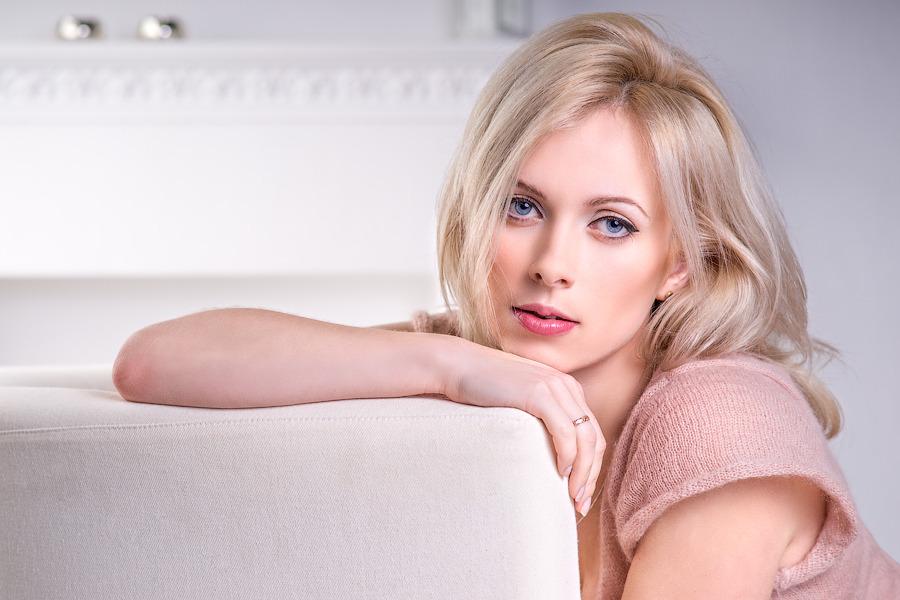 Blonde female sex-9264