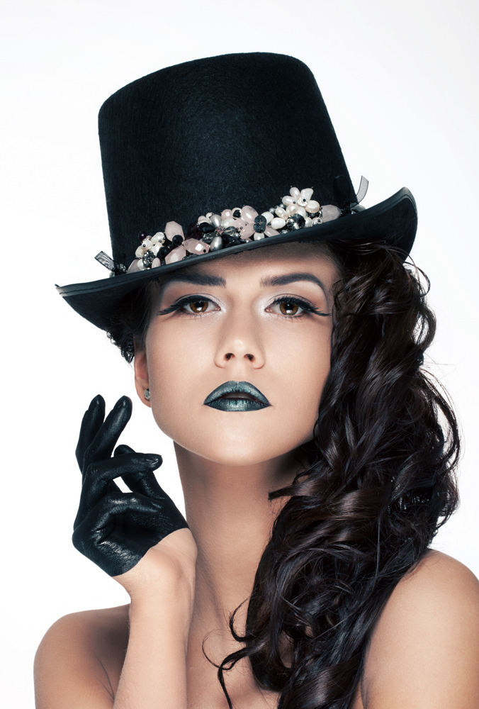 Dark beauty | beauty, top hat, gloves, green lipstick