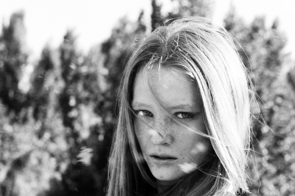 Black & white photo of a pretty girl  | portrait, model, girl, blonde, long hair, freckles, environmental portrait, natural make-up, skin, pretty